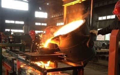 pouring ladle car to casting line